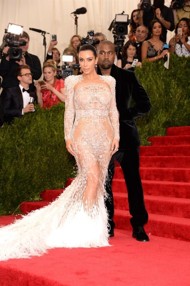 Kim Kardashian kiên quyết không hở miếng thịt nào ở Met Gala 2021-9
