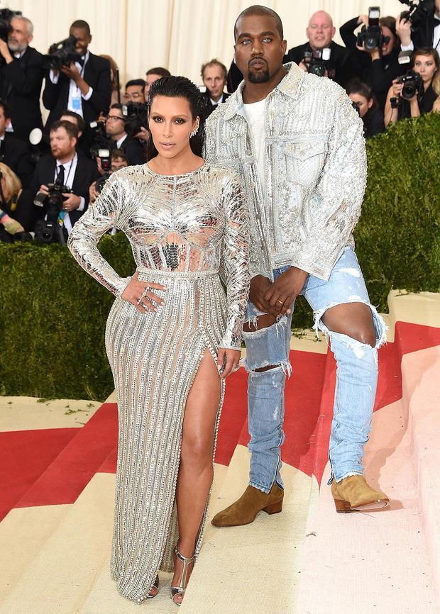 Kim Kardashian kiên quyết không hở miếng thịt nào ở Met Gala 2021-8