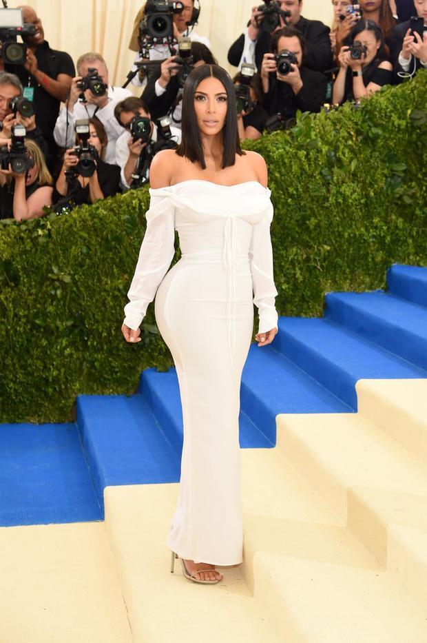 Kim Kardashian kiên quyết không hở miếng thịt nào ở Met Gala 2021-7