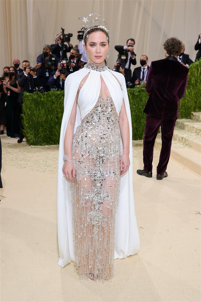 Kendall Jenner cầm đầu phe mặc mà như không ở Met Gala 2021-3