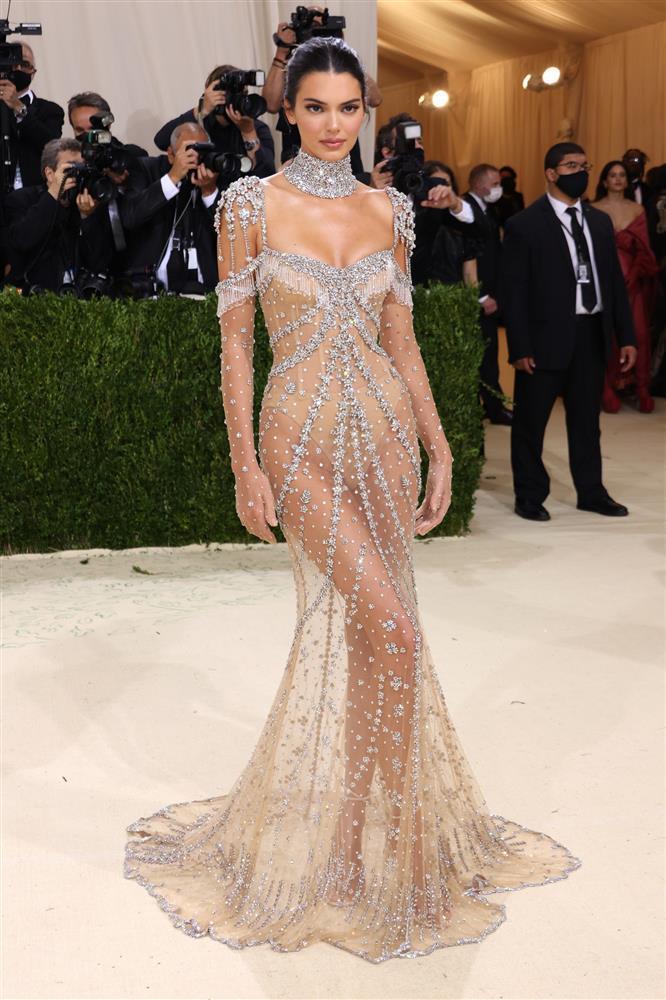Kendall Jenner cầm đầu phe mặc mà như không ở Met Gala 2021-1