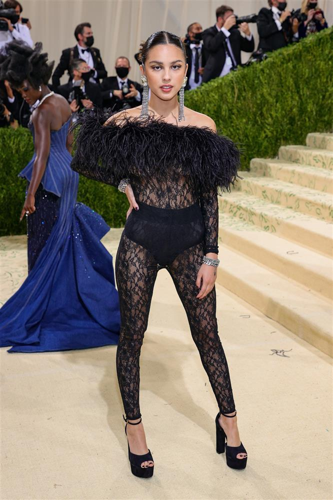 Kendall Jenner cầm đầu phe mặc mà như không ở Met Gala 2021-6