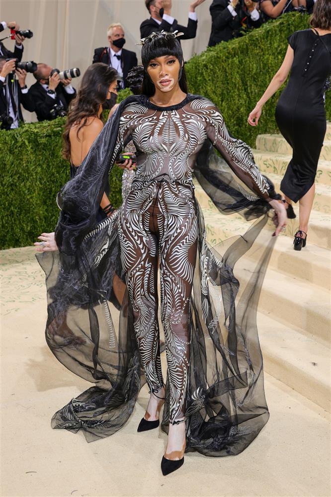 Kendall Jenner cầm đầu phe mặc mà như không ở Met Gala 2021-7
