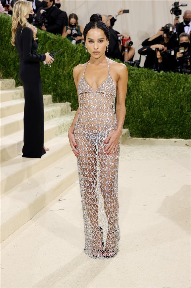Kendall Jenner cầm đầu phe mặc mà như không ở Met Gala 2021-2