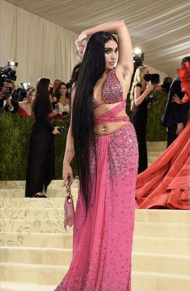 Con gái Madonna khoe lông nách trên thảm đỏ Met Gala 2021-2