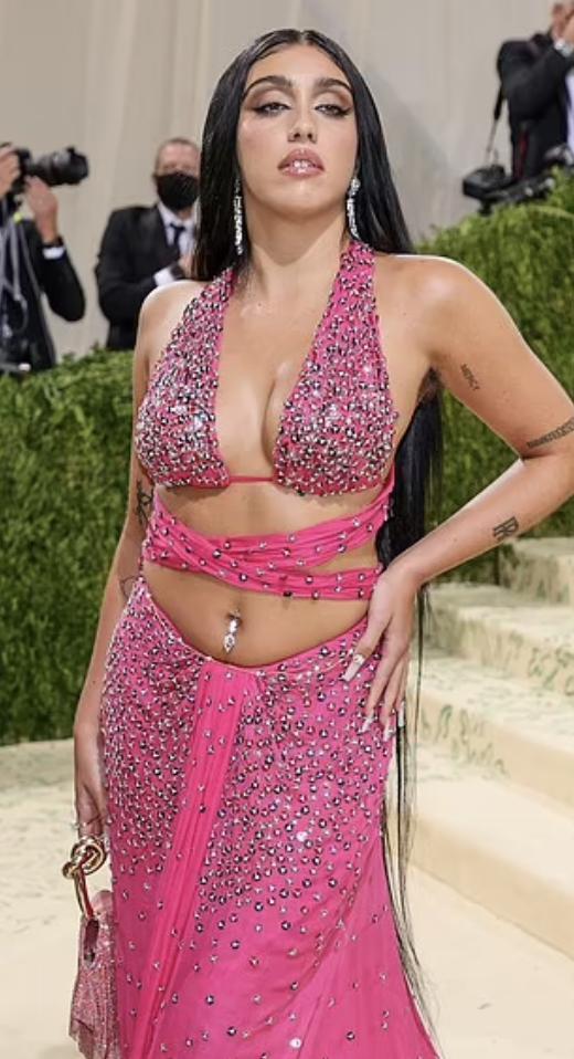 Con gái Madonna khoe lông nách trên thảm đỏ Met Gala 2021-3