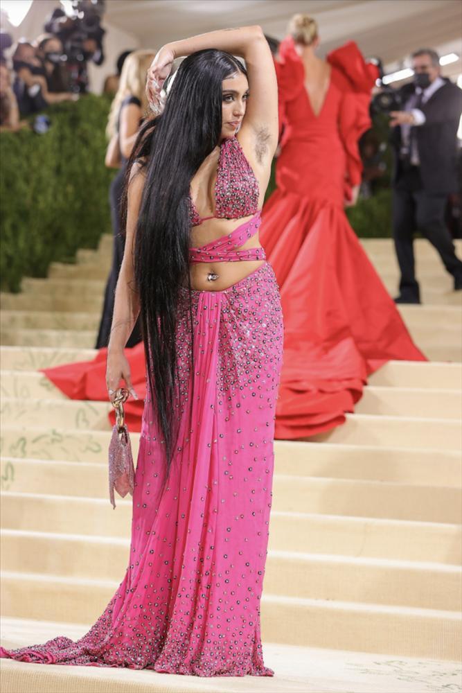 Con gái Madonna khoe lông nách trên thảm đỏ Met Gala 2021-1