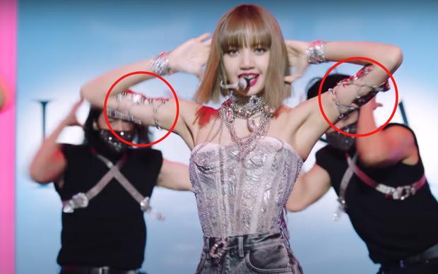Fan xót khi Lisa BLACKPINK bị thương để lại sẹo vì đu dây mạo hiểm-3