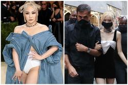 CL mặc mỗi quần nội y cũng 'chặt đẹp' cô em Rosé tại Met Gala