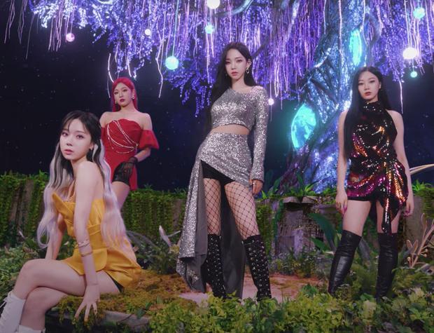Vẫn đang 'trên cơ' Lisa lẫn BTS mà aespa đã tung thính comeback