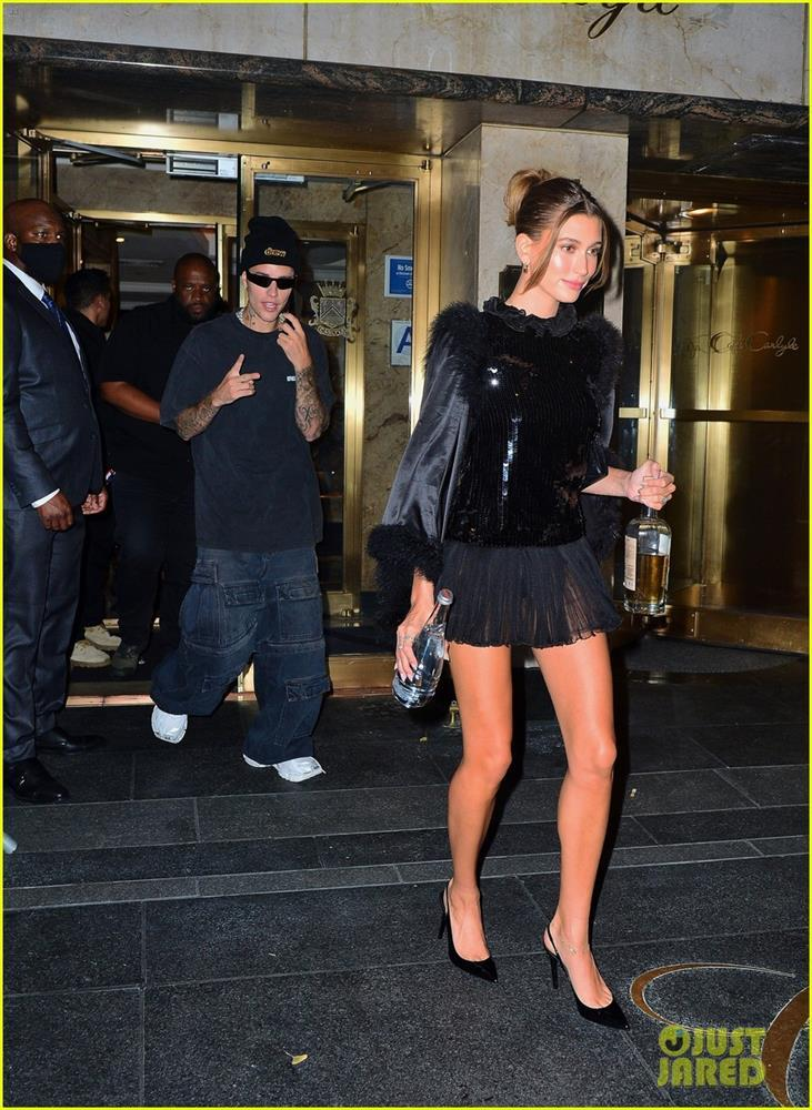justin-bieber-wife-hailey-black-outfits-for-met-gala-after-party-01.jpeg