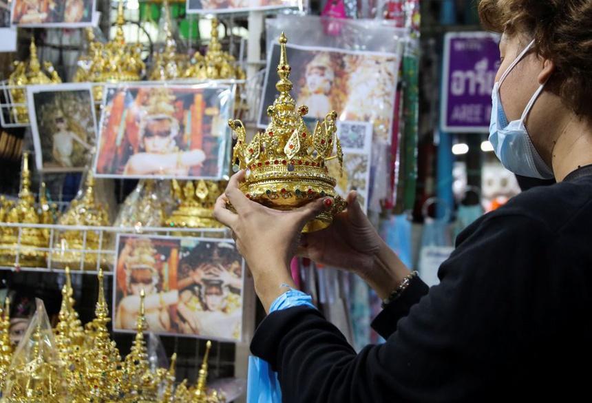 Trang phục truyền thống Thái Lan bán đắt hàng nhờ Lisa-1