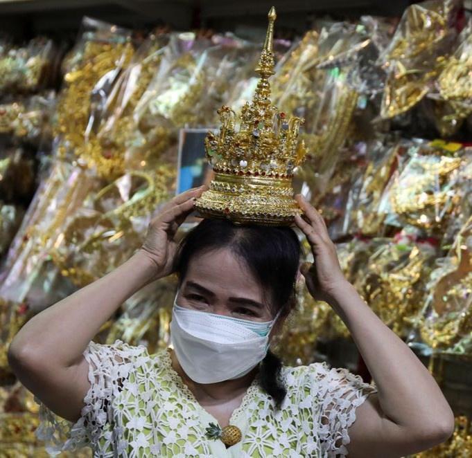 Trang phục truyền thống Thái Lan bán đắt hàng nhờ Lisa-3