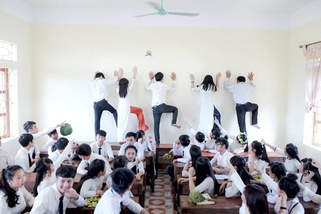 Bị đám học trò lôi xe máy vào lớp, thầy giáo phản ứng cute-8