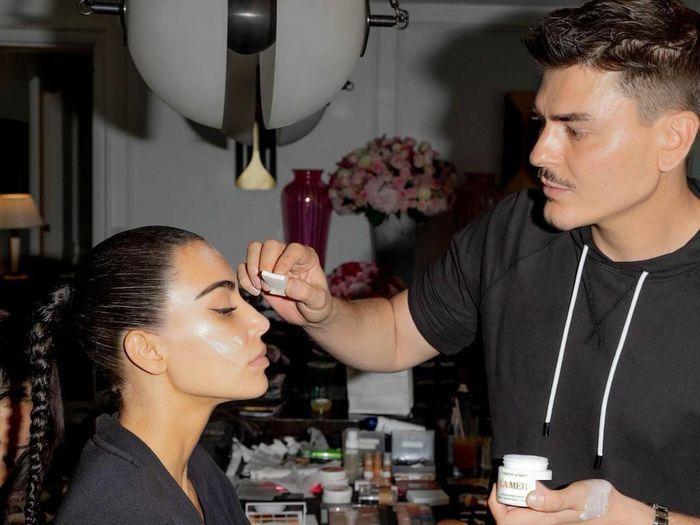 Bộ đồ bóng đêm Kim Kardashian y chang hung thủ truyện Conan-5