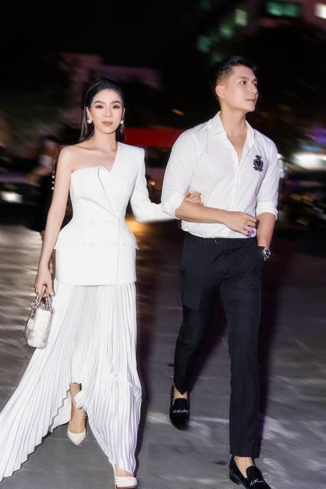 Nằm cạnh Lệ Quyên, cặp giò Lâm Bảo Châu chiếm spotlight-3