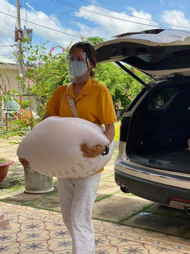 HHen Niê hỗ trợ mùa dịch đến mức xế hộp như xe đồng nát-8