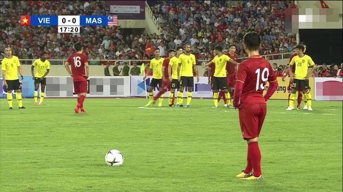 Quang Hải tập thể dục, dân mạng yêu cầu về mặc thêm quần-6