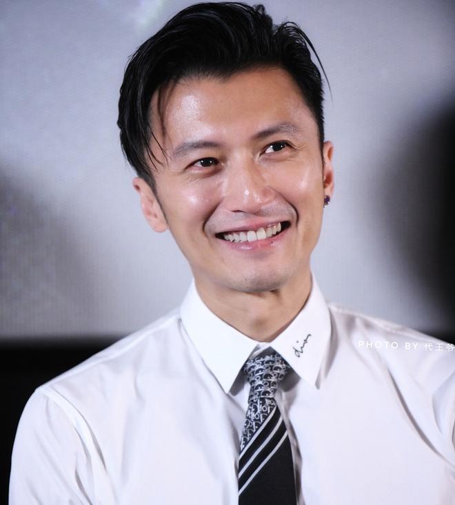 Tạ Đình Phong gửi Trương Bá Chi 12 triệu USD mỗi năm-1