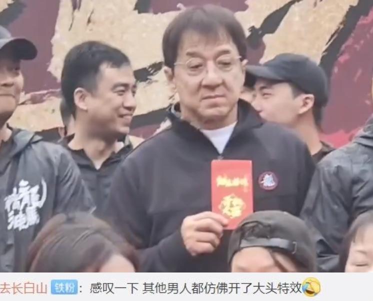 Ngoại hình già nua xập xệ ở tuổi 67 của Thành Long-2