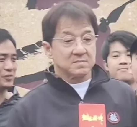 Ngoại hình già nua xập xệ ở tuổi 67 của Thành Long-3