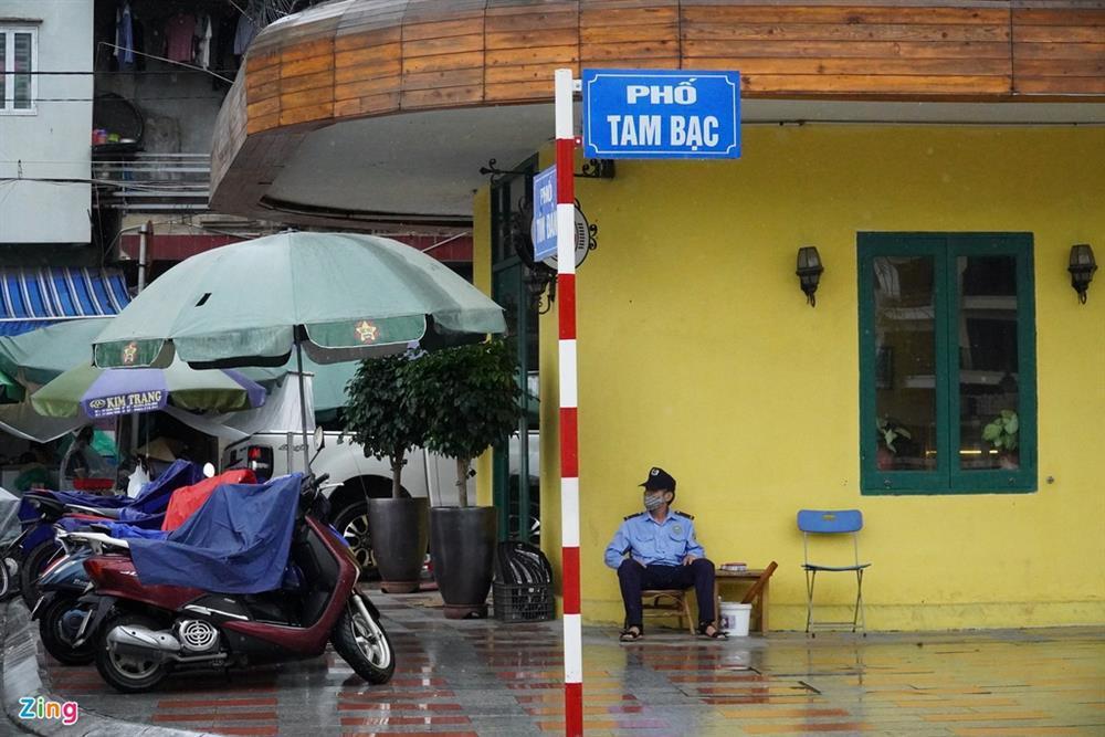 Hàng quán Hải Phòng ngày đầu mở cửa đón khách ăn uống tại chỗ-5