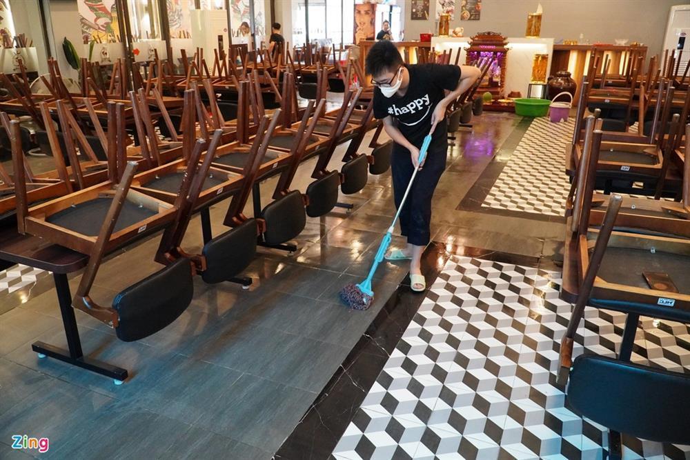 Hàng quán Hải Phòng ngày đầu mở cửa đón khách ăn uống tại chỗ-10