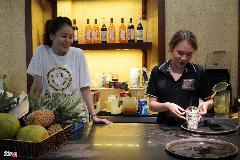 Hàng quán Hải Phòng ngày đầu mở cửa đón khách ăn uống tại chỗ-7