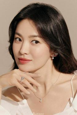 Vẻ đẹp 'không gì sánh bằng' của Song Hye Kyo tuổi 40