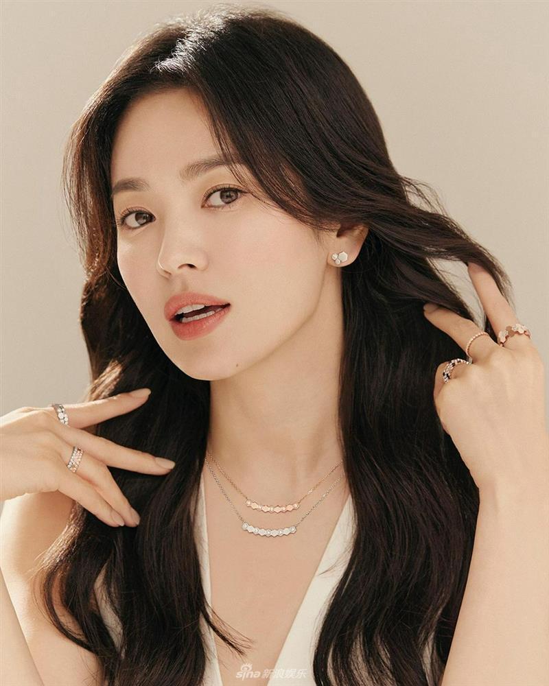 Vẻ đẹp không gì sánh bằng của Song Hye Kyo tuổi 40-1