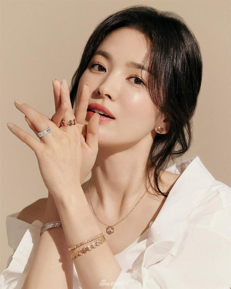 Vẻ đẹp không gì sánh bằng của Song Hye Kyo tuổi 40-2