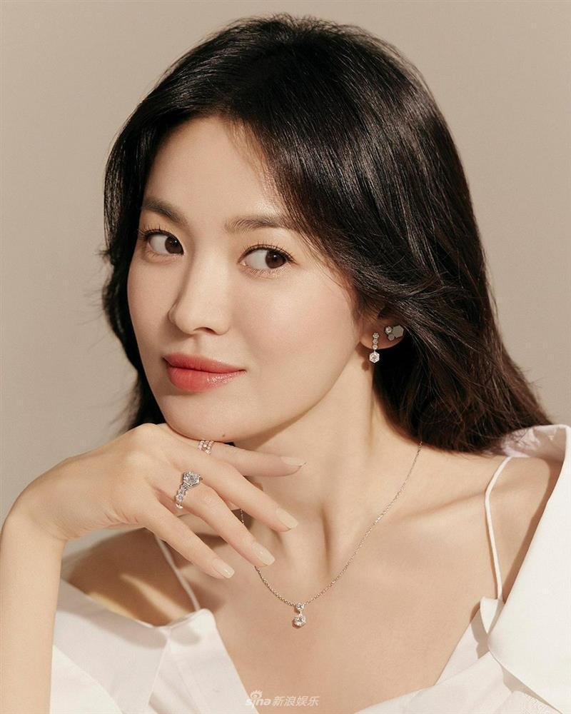 Vẻ đẹp không gì sánh bằng của Song Hye Kyo tuổi 40-3