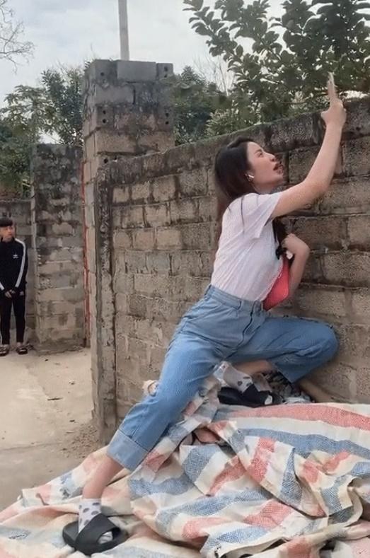 Bồ mới Quang Hải đăng clip khoe dáng đứng khiêu khích-3