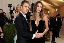 Vợ Justin Bieber bị nghi mang thai