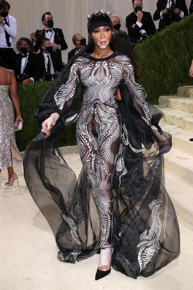 Sao Met Gala bị chụp trộm khi đang đi toilet: Rihanna đầu têu?-5