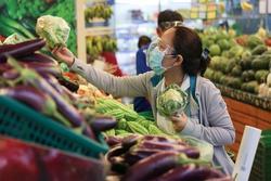 Chuyên gia BV Chợ Rẫy giải đáp 'thực phẩm có cần xịt khuẩn virus?'