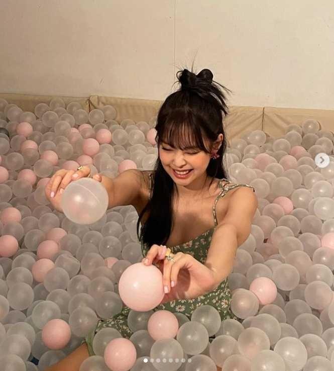 Jennie, HyunA trẻ trung lại quyến rũ khi diện loạt kiểu tóc Y2K-2