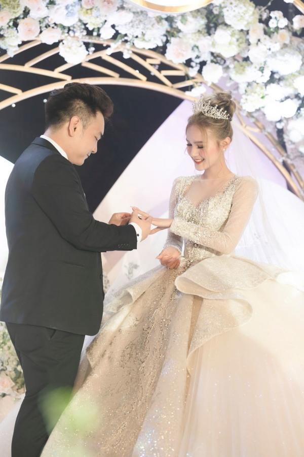 Xoài Non khoe chiếc váy 28 tỷ, yêu cầu chồng làm điều sốc-3