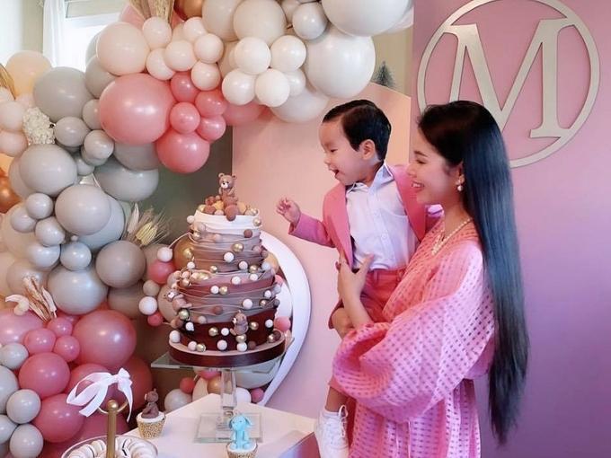 Phạm Hương khoe ảnh bé Max 4 tháng, diện đồ đôi sành điệu-5