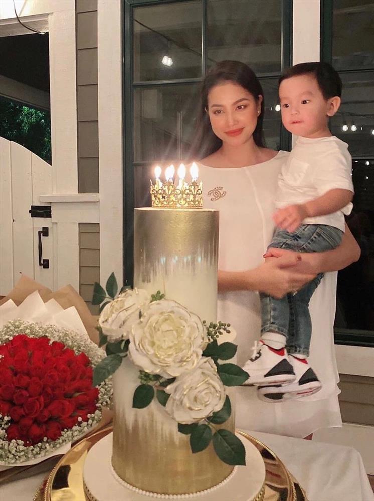 Phạm Hương khoe ảnh bé Max 4 tháng, diện đồ đôi sành điệu-7