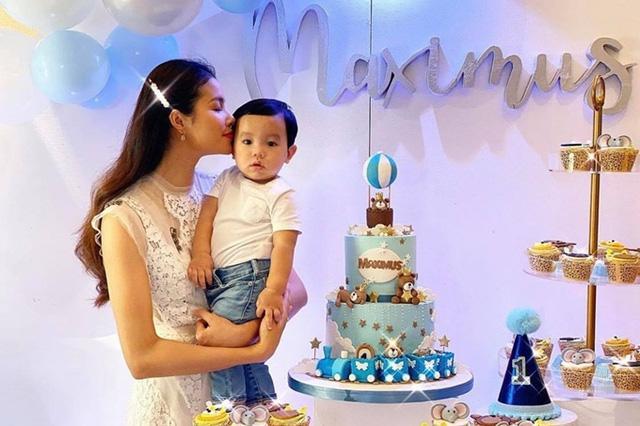 Phạm Hương khoe ảnh bé Max 4 tháng, diện đồ đôi sành điệu-8