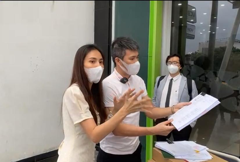 Thủy Tiên - Công Vinh xác nhận nộp đơn tố cáo bà Phương Hằng-1