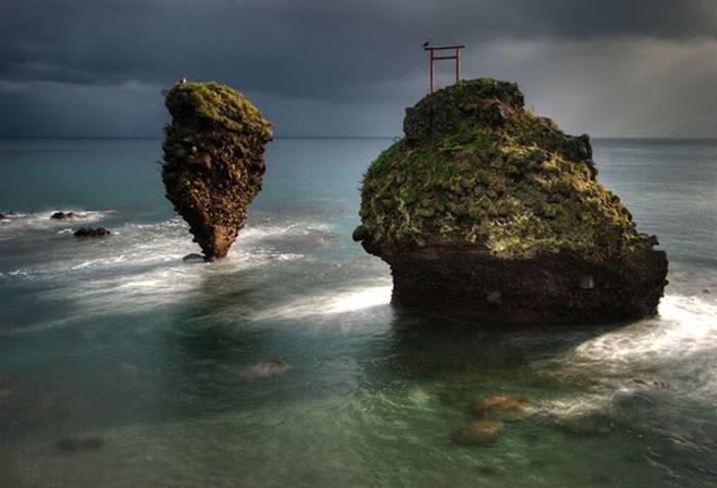 Những cổng trời bí ẩn nổi trên mặt nước ở Nhật Bản-1
