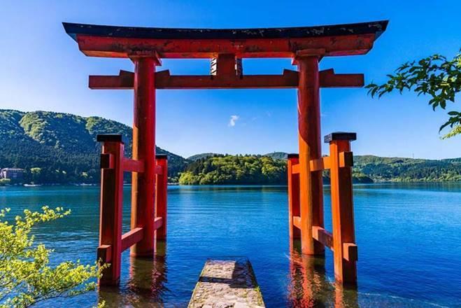 Những cổng trời bí ẩn nổi trên mặt nước ở Nhật Bản-3