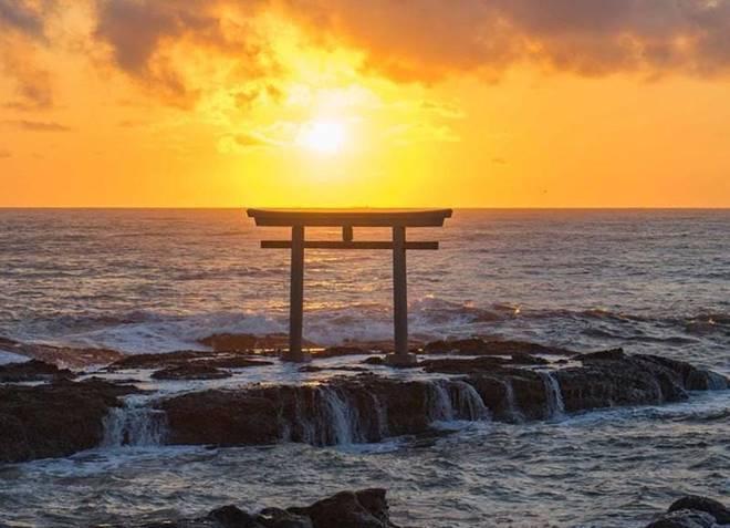 Những cổng trời bí ẩn nổi trên mặt nước ở Nhật Bản-4