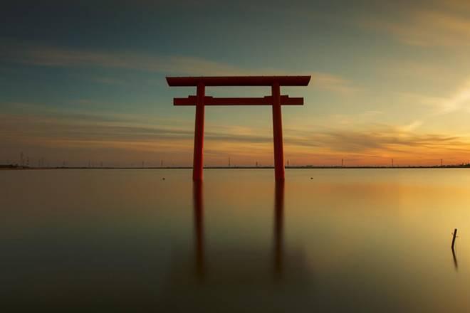 Những cổng trời bí ẩn nổi trên mặt nước ở Nhật Bản-5