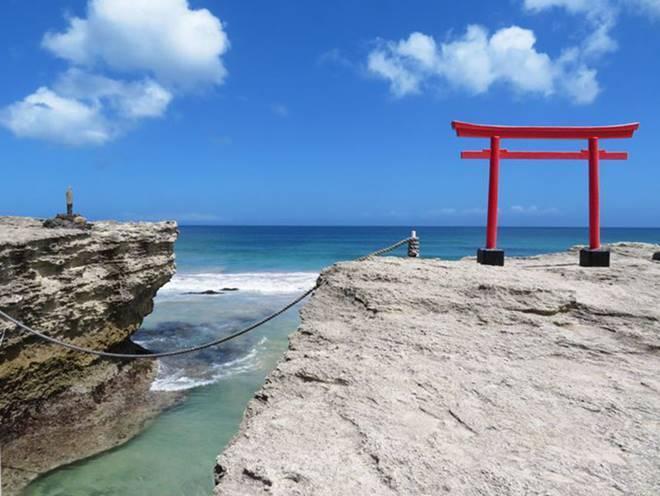 Những cổng trời bí ẩn nổi trên mặt nước ở Nhật Bản-6