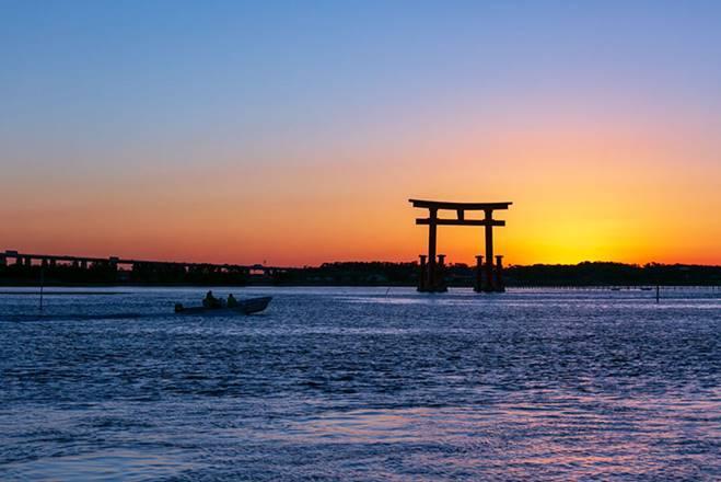 Những cổng trời bí ẩn nổi trên mặt nước ở Nhật Bản-7