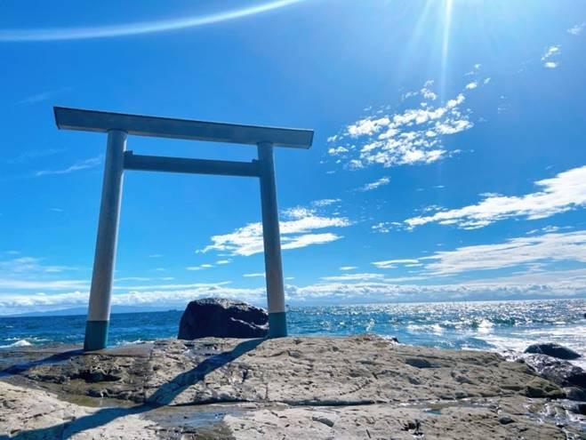 Những cổng trời bí ẩn nổi trên mặt nước ở Nhật Bản-8