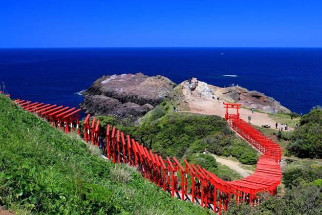 Những cổng trời bí ẩn nổi trên mặt nước ở Nhật Bản-10
